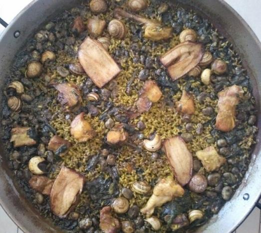 292 Paella de carn amb carxofa, faves, albergínia i caragols